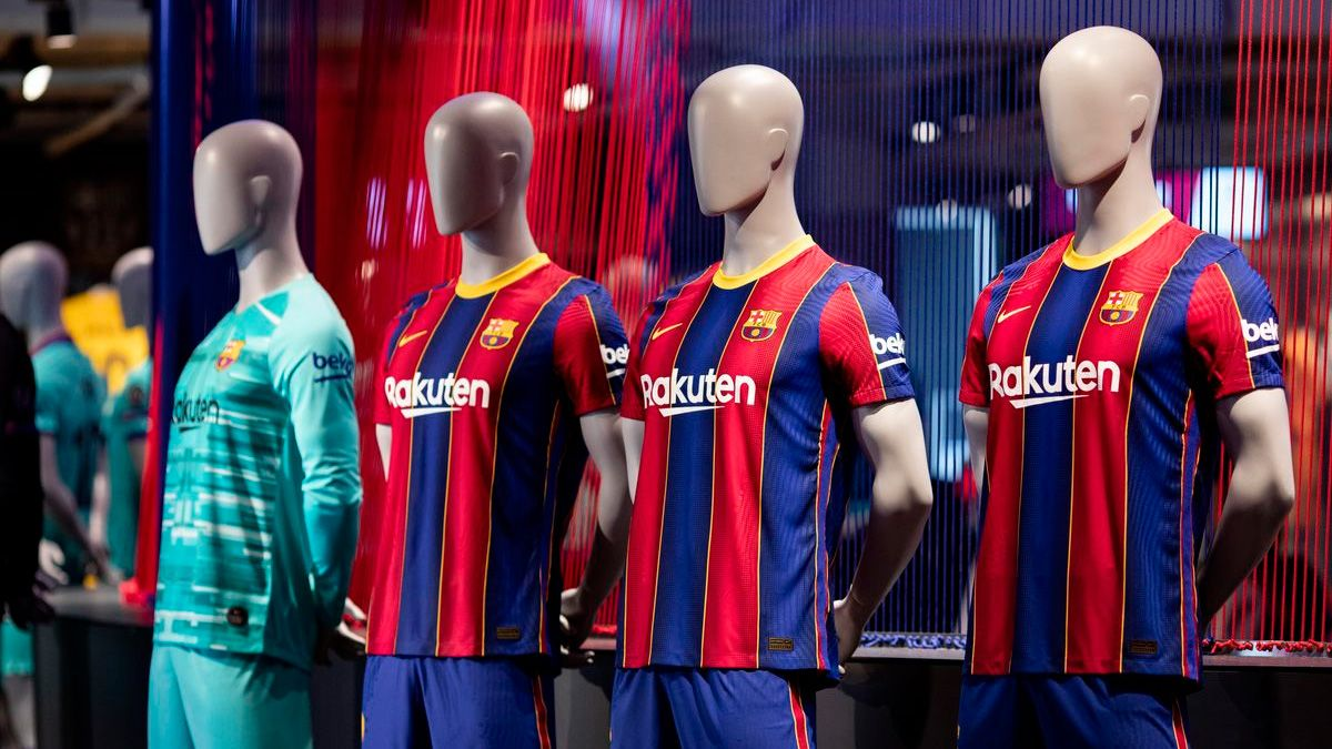 The Reactions Of The Fans To Barca S New Kit