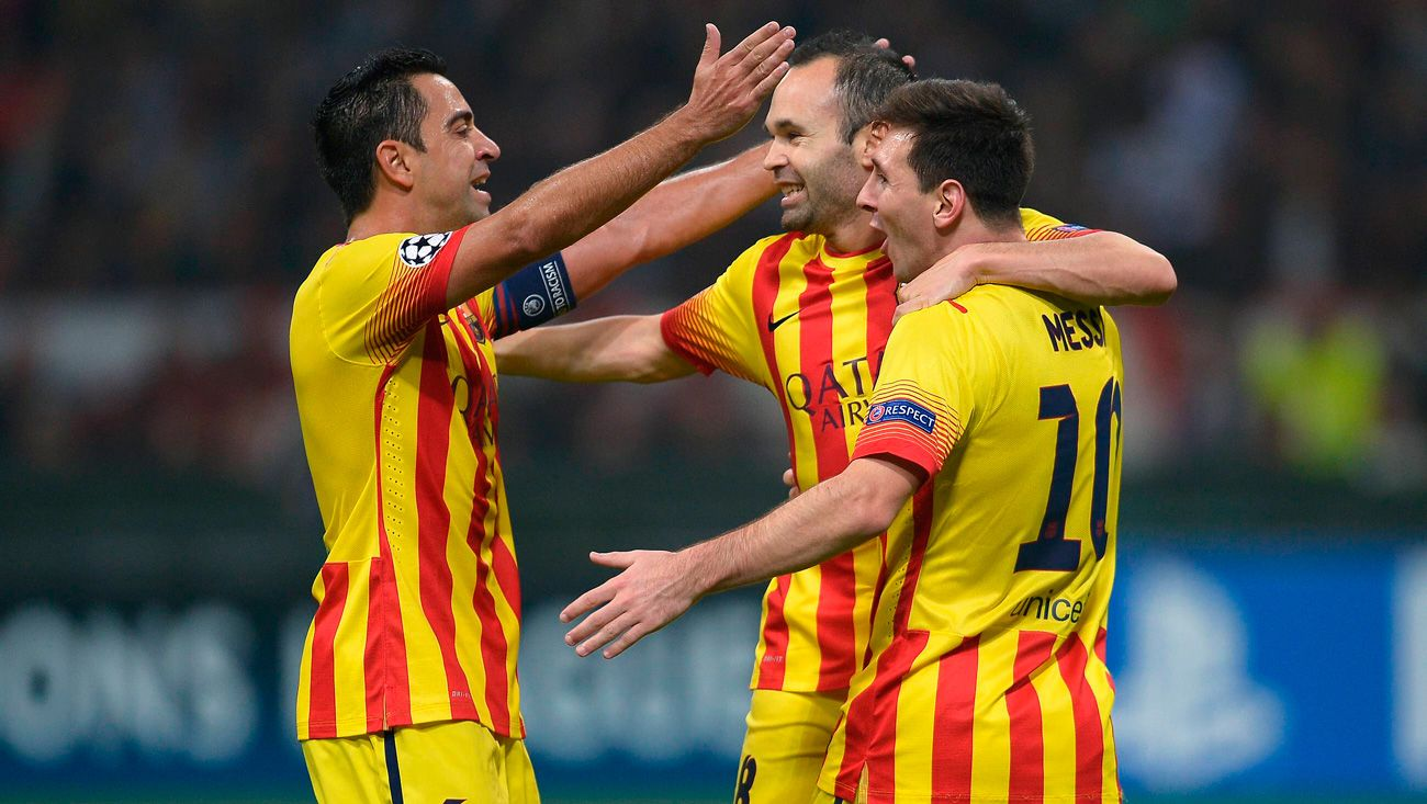 Andrés Iniesta gets 'wet' with Koeman, Xavi and Leo Messi