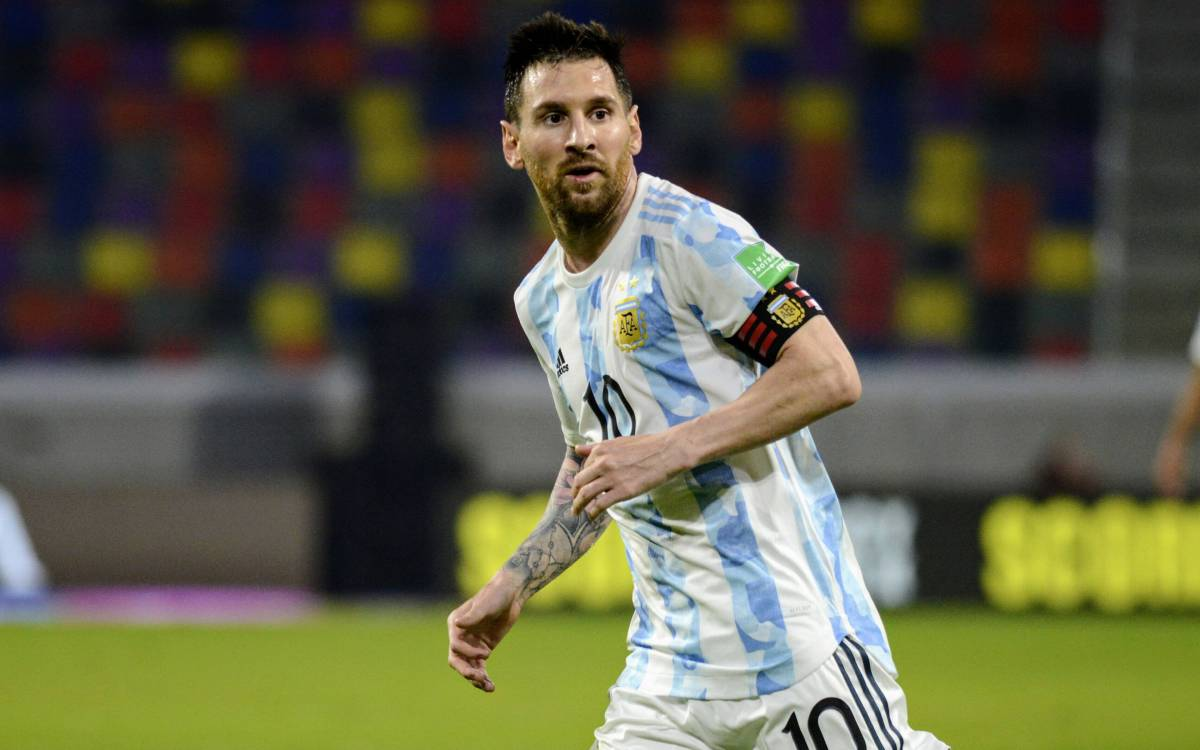 Messi, and a new record with the Argentinian selection in the...
