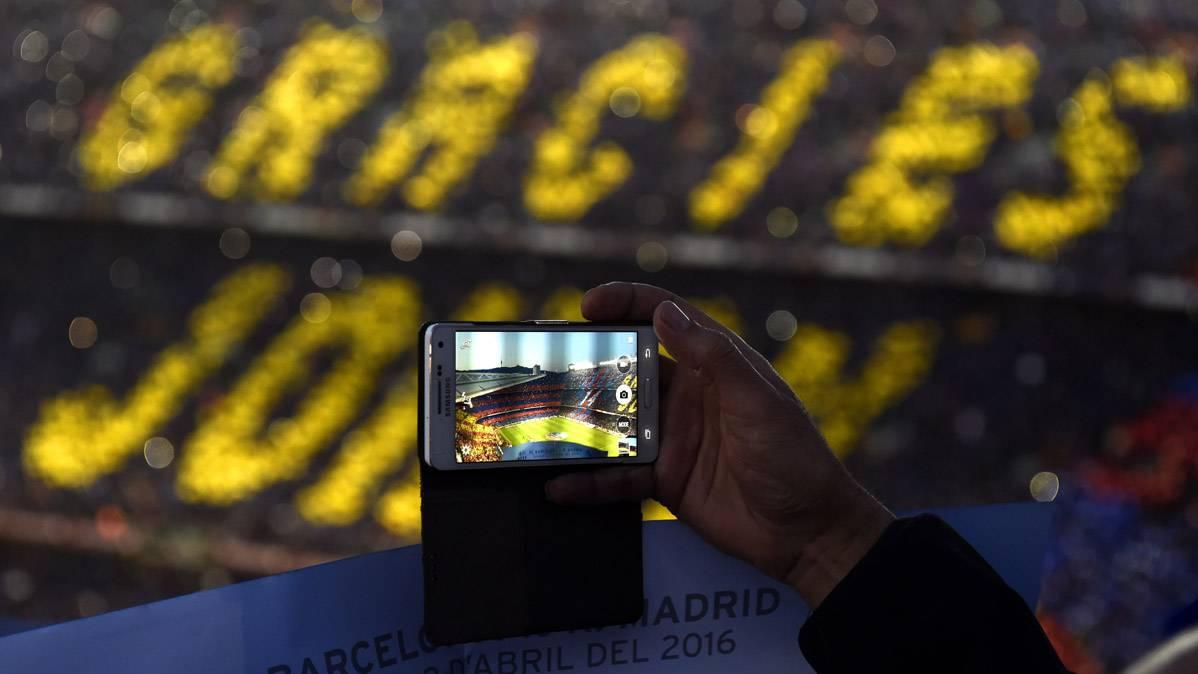 El Camp Nou recordar� siempre a Cruyff en el minuto 14