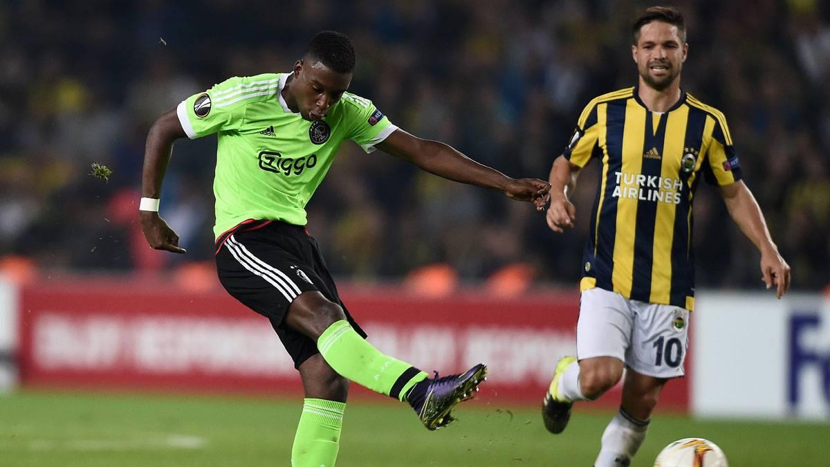 Bazoer, pretendido por Arsenal, Chelsea y Tottenham