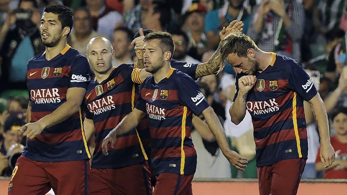 El FC Barcelona, celebrando el gol de Rakitic en el Heli�polis