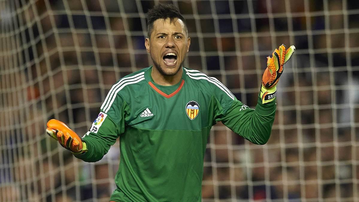 El Sevilla se inmiscuye y hace una oferta por Diego Alves