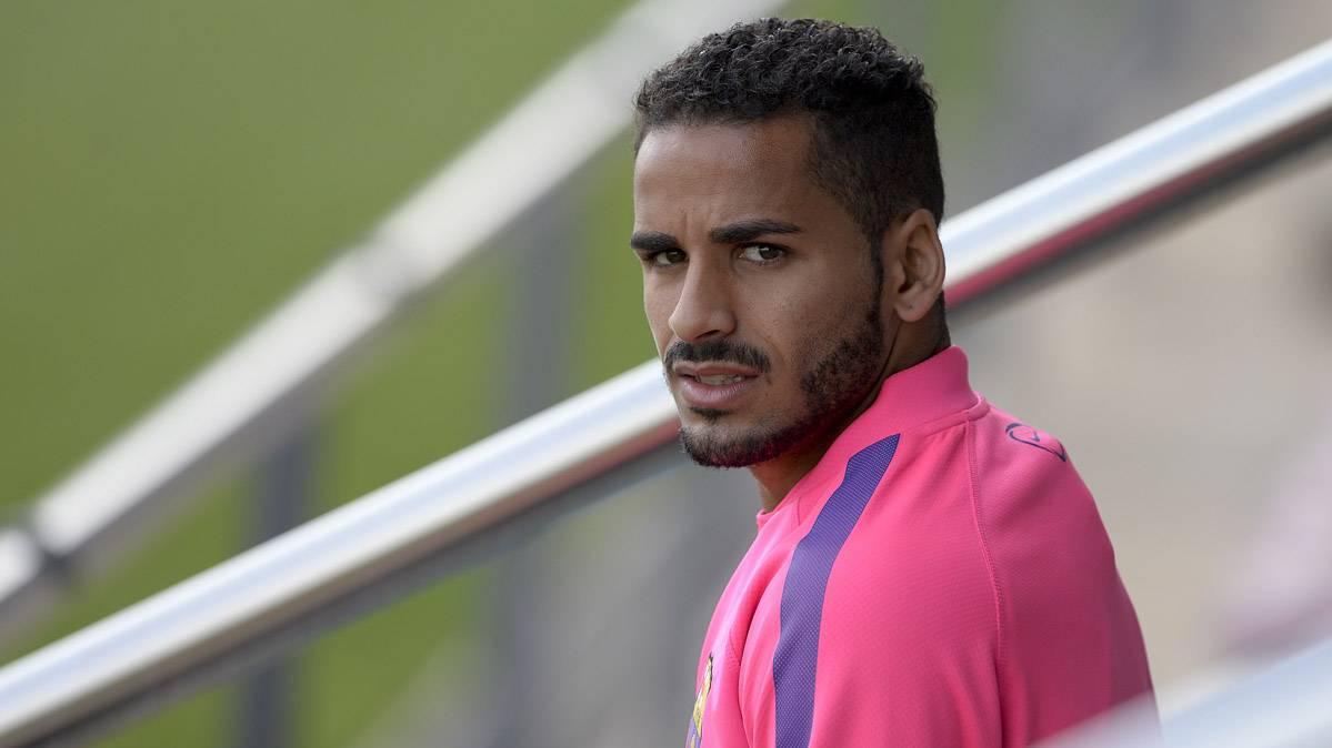 El Barça le da dorsal a Douglas... ¿Seguirá en el equipo?