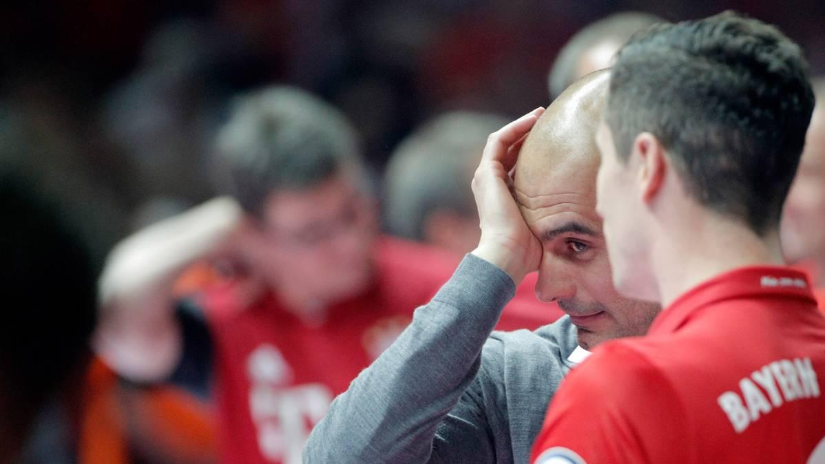"""Guardiola, despedida del Bayern con """"doblete"""" y llorando"""