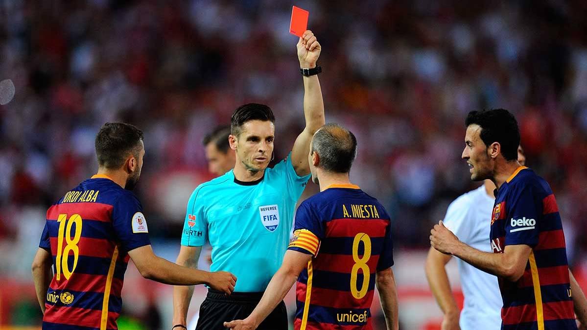 Iniesta y Mascherano, sancionados para la Copa del Rey