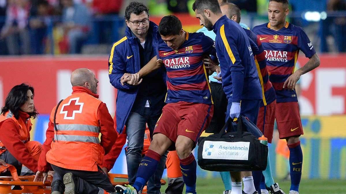 Luis Su�rez estar� un mes de baja por una rotura muscular
