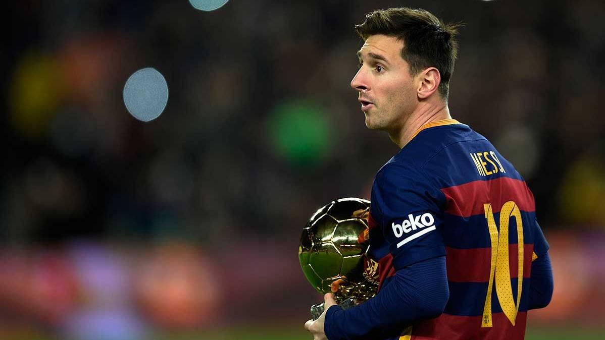 Leo Messi, con el Balón de Oro 2016