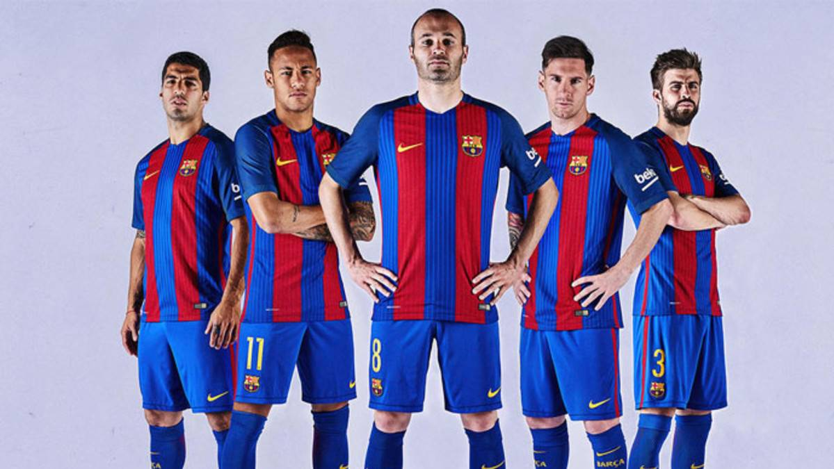 The new T-shirt of the FC Barcelona 2016-17, on sale