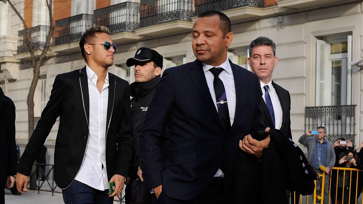 Neymar S�nior defiende a los jugadores del Bar�a de Tebas