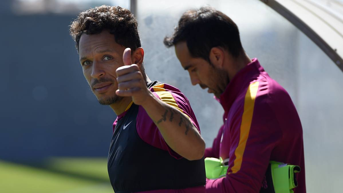 OFICIAL: El Barça anuncia el traspaso de Adriano al Besiktas