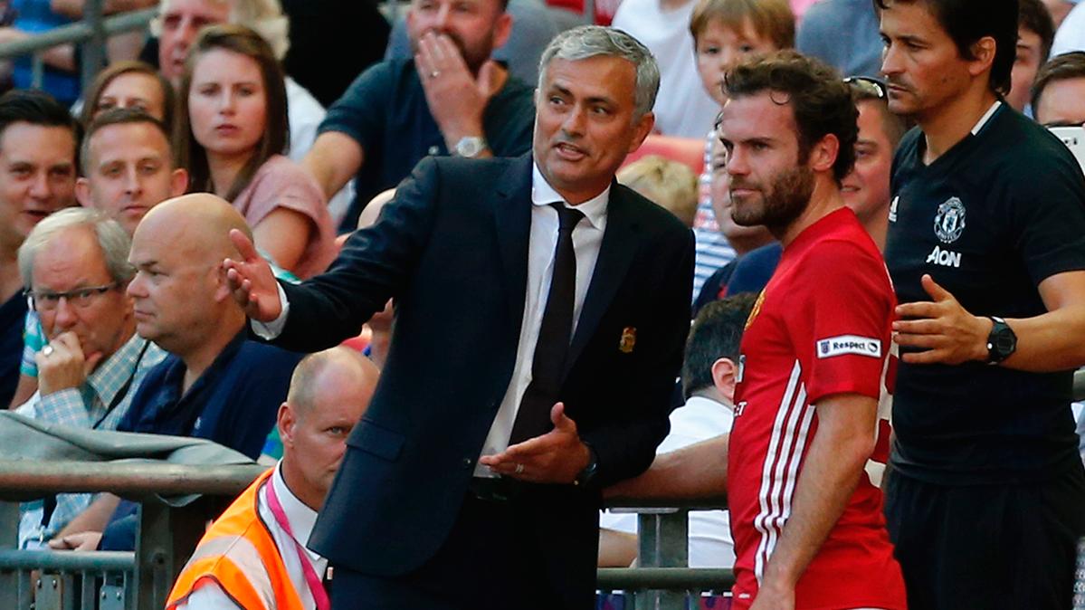 Feísimo gesto de Mourinho para ganar la Comunnity Shield