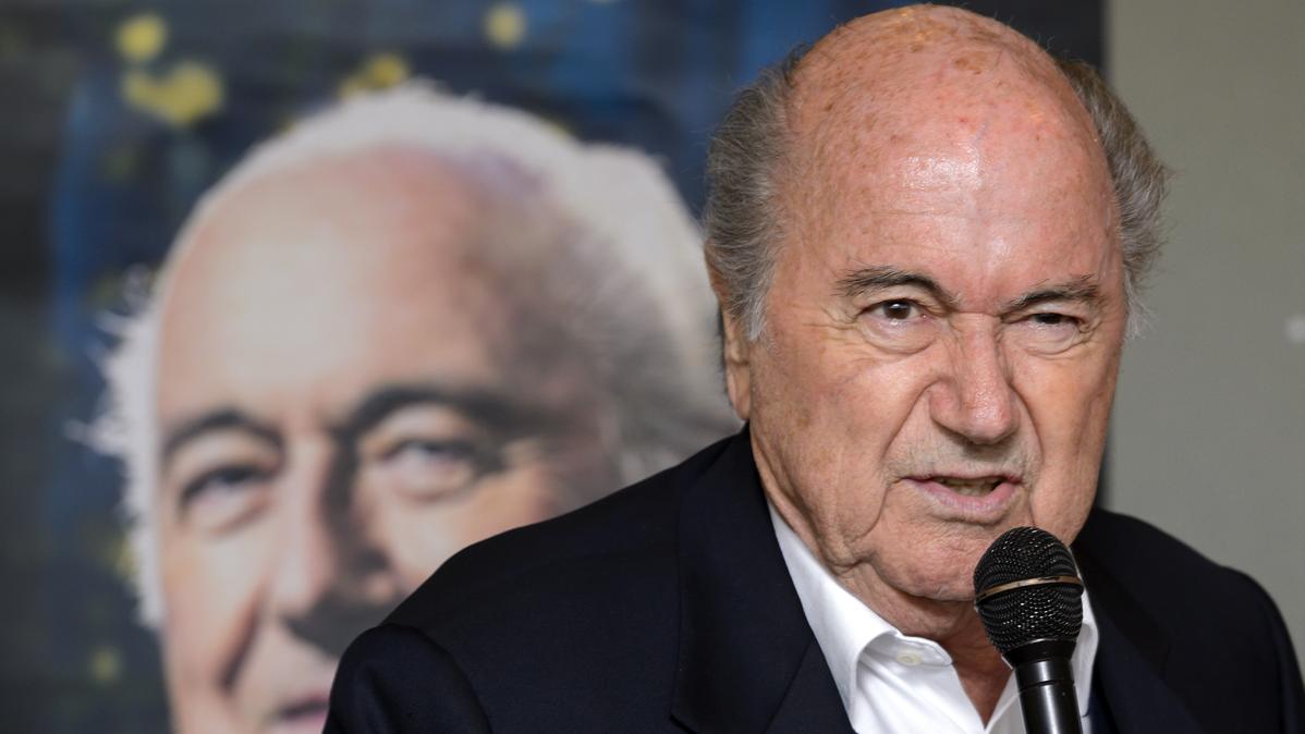 """El día que Blatter confirmó la trama de las """"bolas calientes"""""""