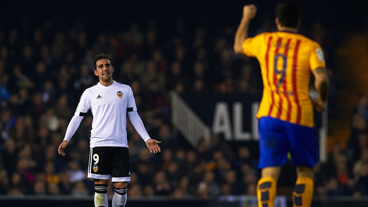 "<span class=""orange"">BOMBA:</span> �Alc�cer solicita al Valencia ser traspasado al Bar�a!"
