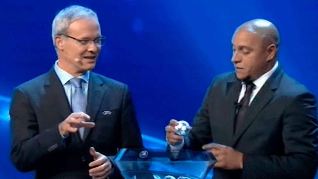 """<span class=""""red"""">POL�MICA:</span> �Roberto Carlos cogi� una bola y la devolvi� al bombo!"""