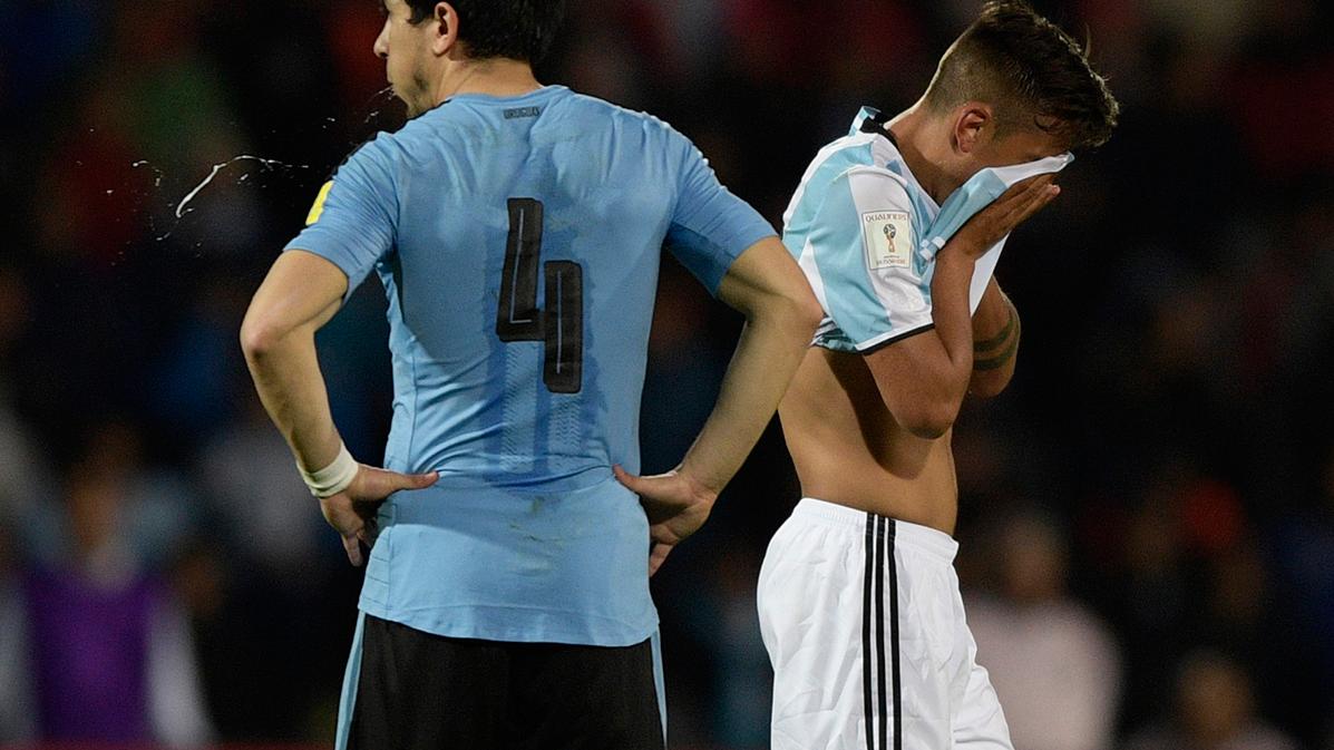 """Así """"mimaron"""" Messi y Mascherano a Dybala por su roja"""