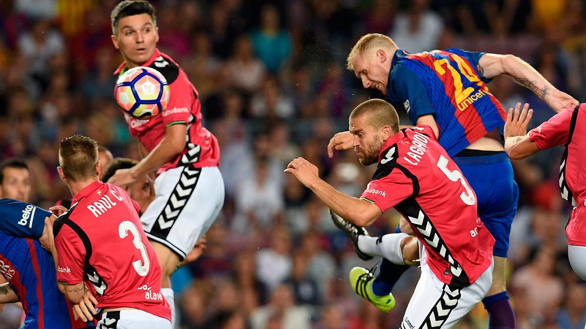 Jeremy Mathieu dejó la selección francesa por el Barça