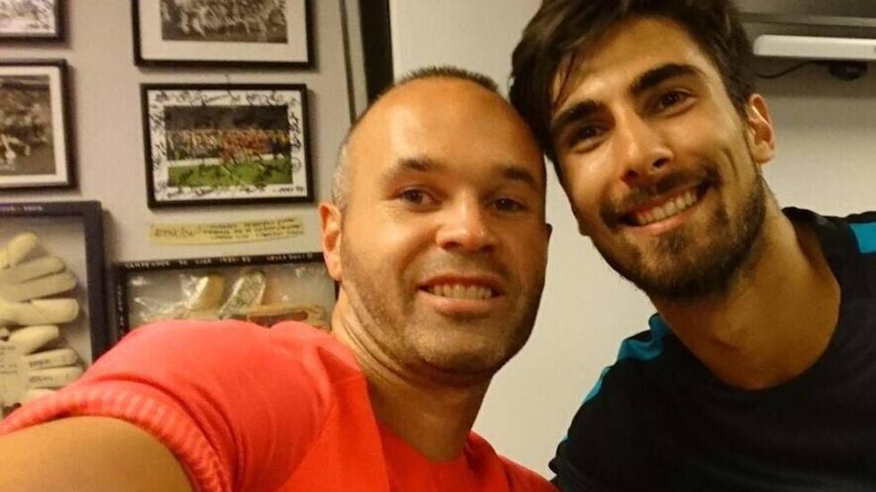 Buen rollo y sana competencia entre Iniesta y Andr� Gomes