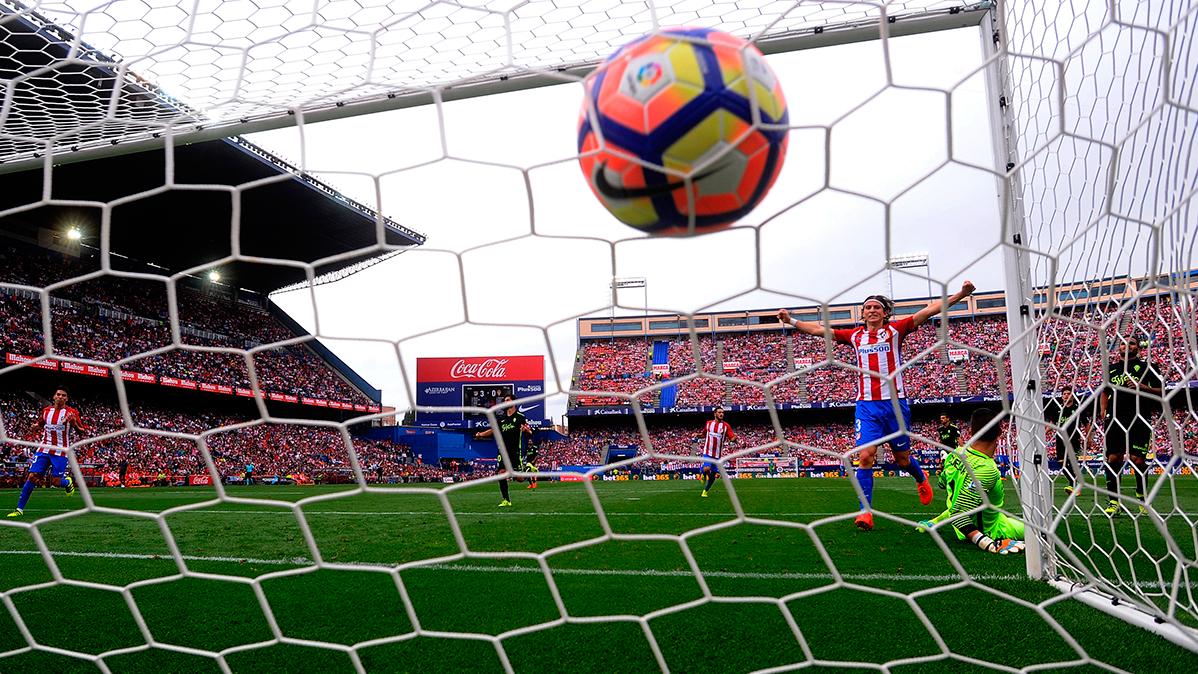 El Atlético goleó a un Sporting con Douglas de titular (5-0)
