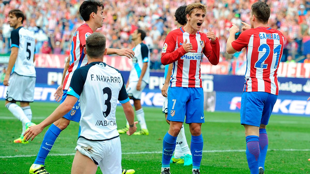 El Atl�tico de Madrid sufri� para ganar a un Depor con diez (1-0)