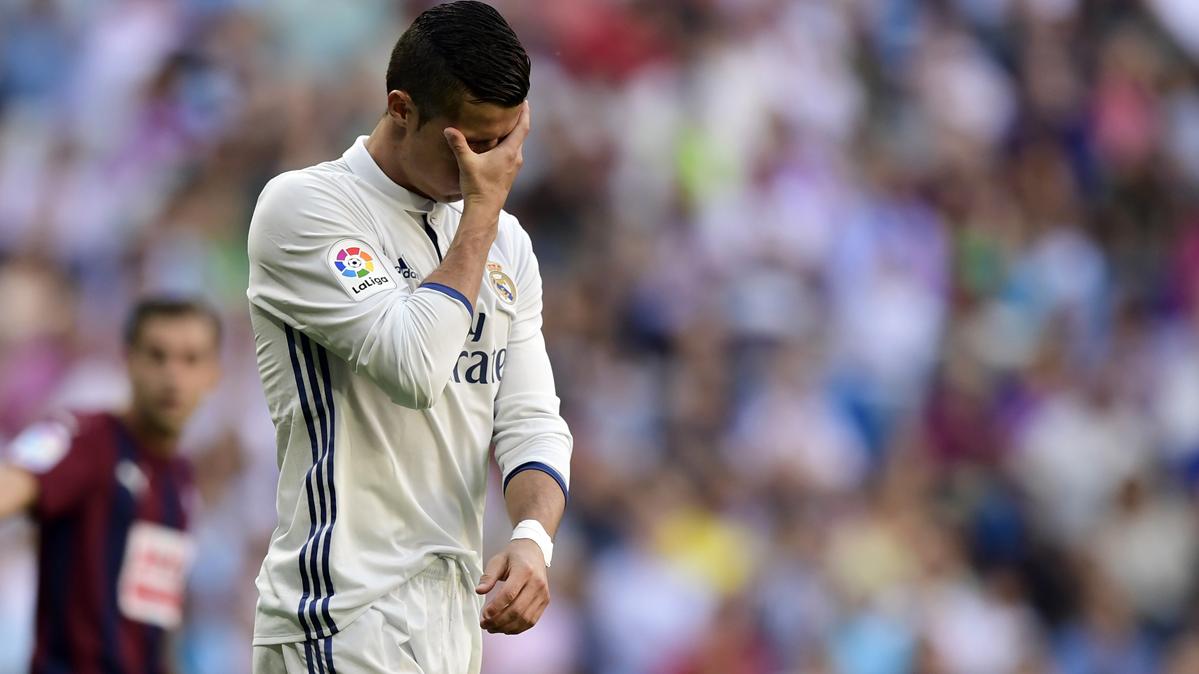 ¡El Real Madrid deja el liderato de Liga a merced del Barça!