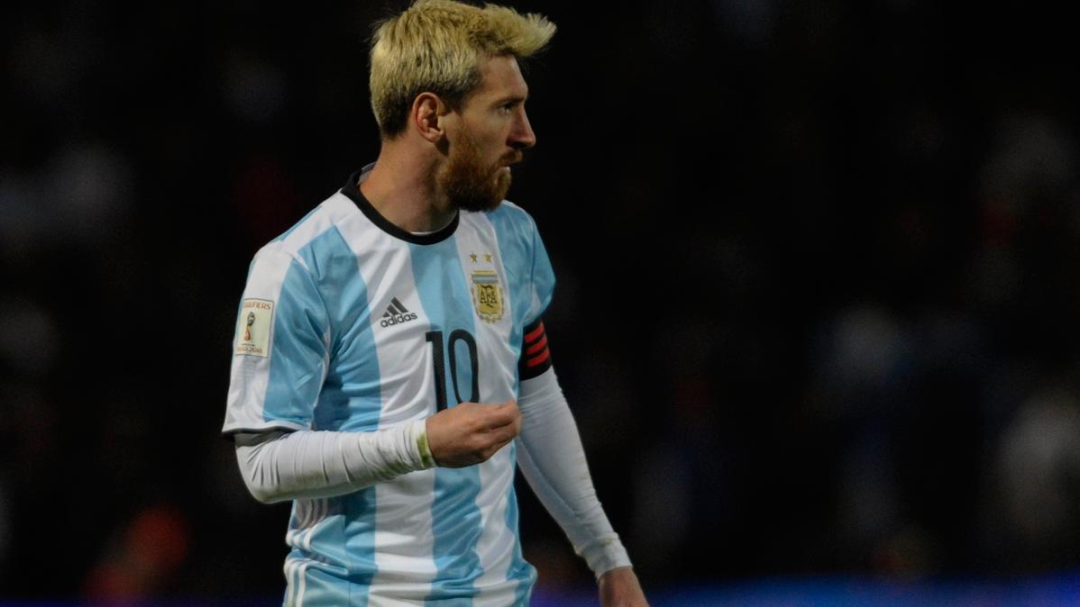 """""""Maradona no lo hacía todo solo, Messi lo mismo"""""""