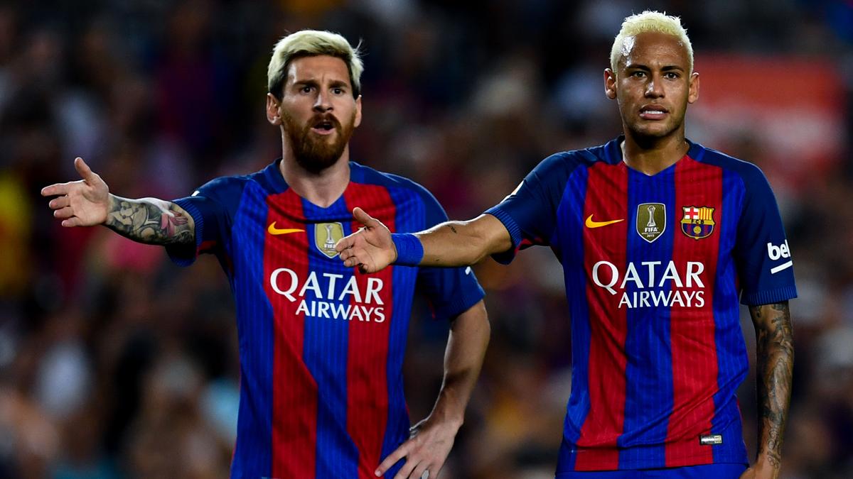 Leo Messi y Neymar Jr, protestando una acci�n con el mismo gesto
