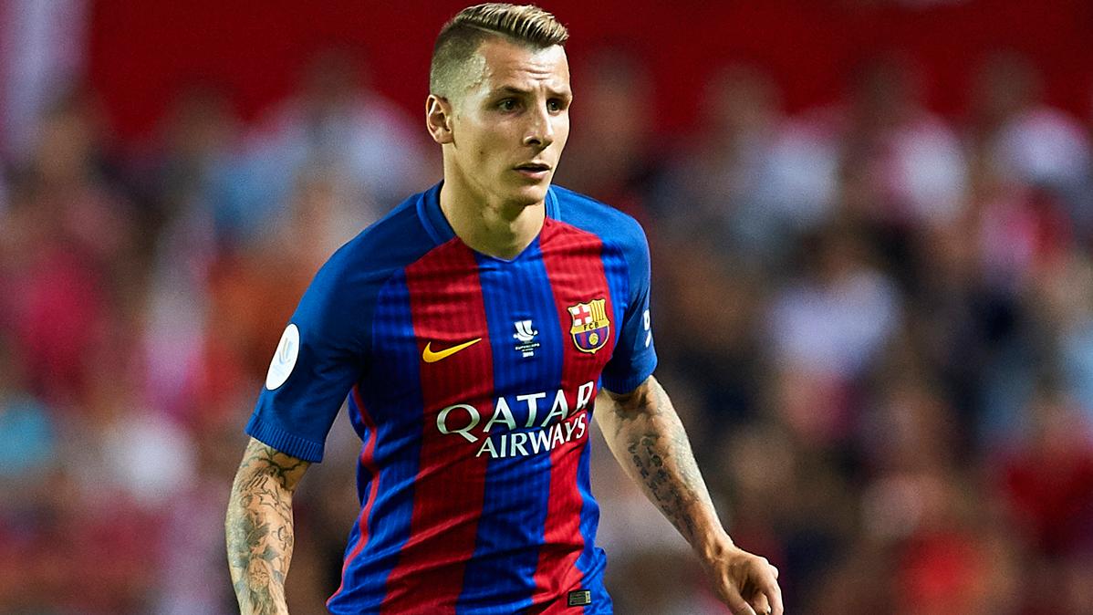Lucas Digne, preparado para relevar a Jordi Alba en el Barça