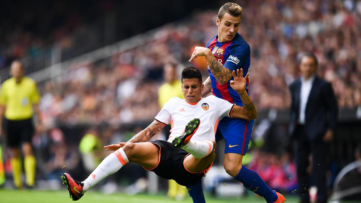 """Cancelo, la """"bala"""" que hizo sufrir a Digne y gusta al Barça"""