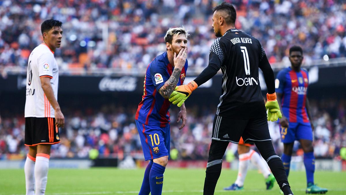 """La malintencionada historia del """"beso"""" de Messi en Mestalla"""