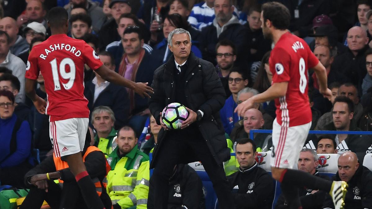 El United es goleado y Mourinho ya no puede caer m�s bajo