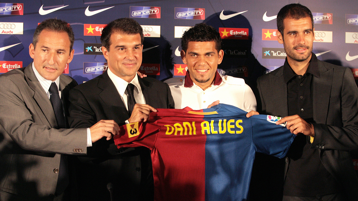 Alves, orgulloso de haber jugado en el Barça de Guardiola