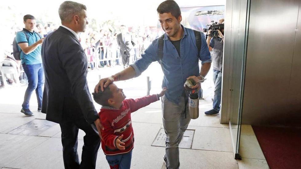 La tierna promesa cumplida de Luis Suárez con un niño