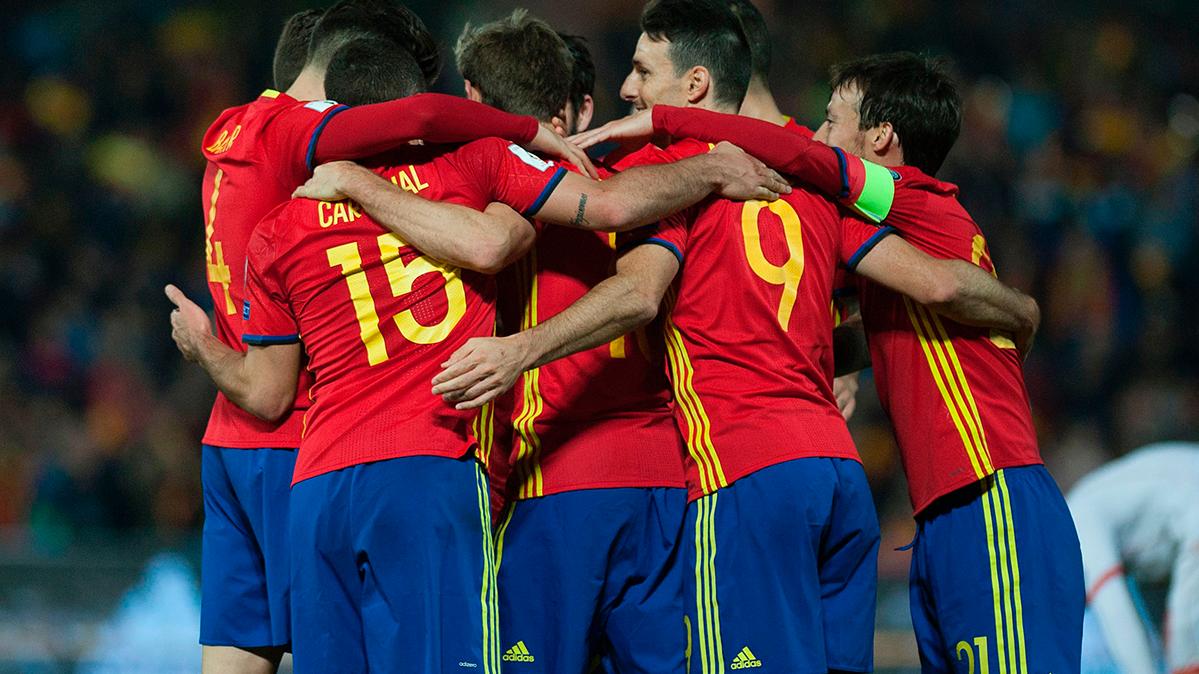 España goleó a Macedonia con Busquets titular (4-0)