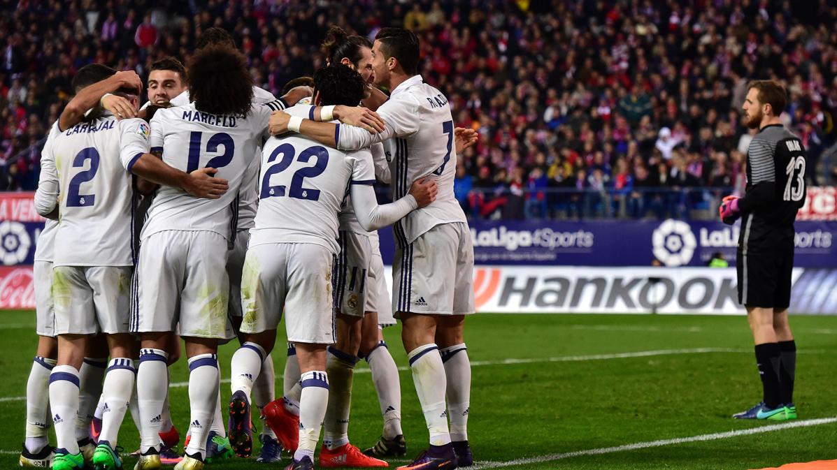 El Real Madrid cumple y se distancia del Barça en Liga (0-3)
