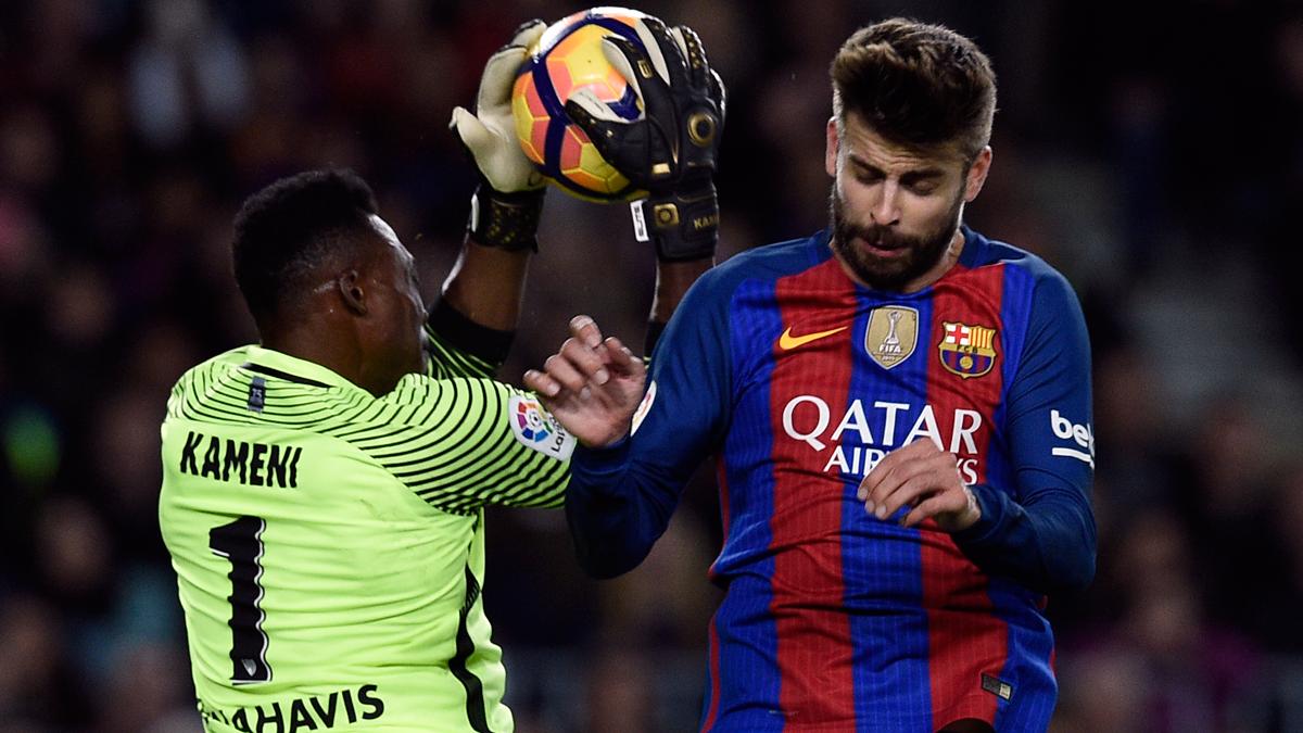Lo que dijo Kameni a Piqué cuando el Barça protestaba