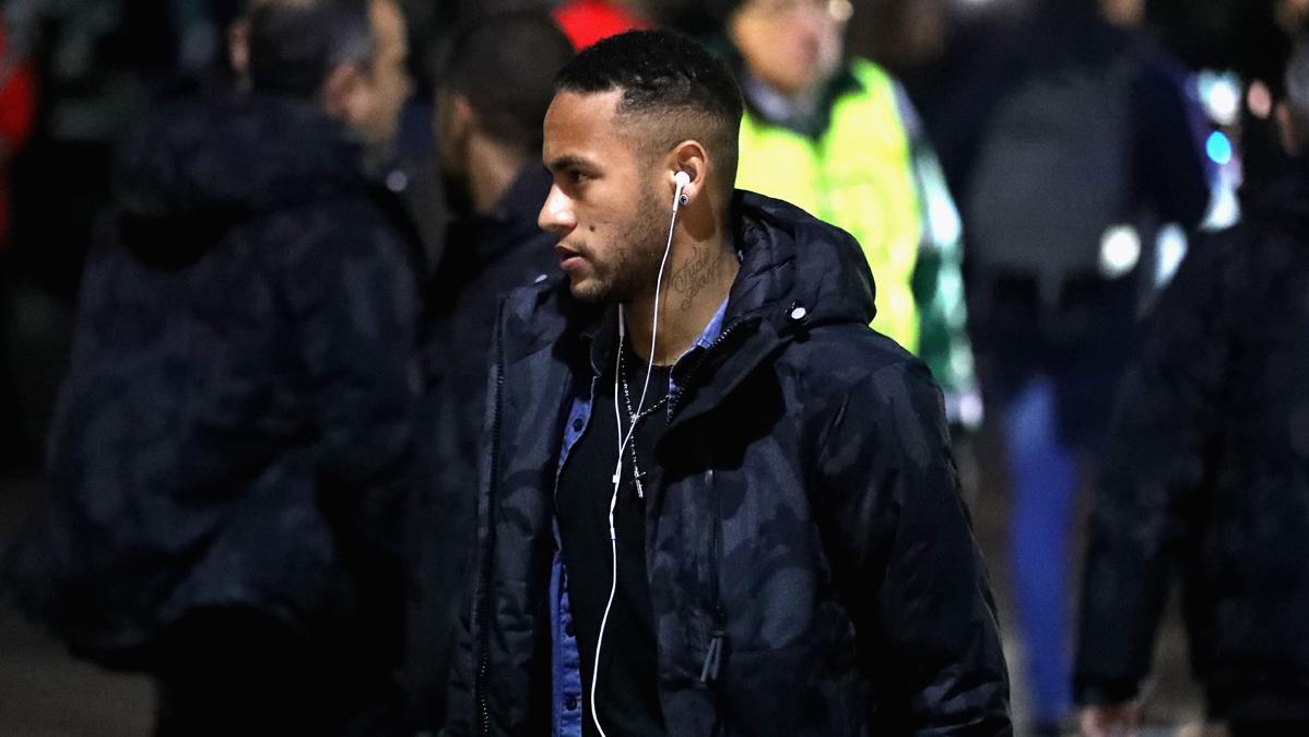 Neymar y Rakitic, sancionados contra el Borussia M'Gladbach