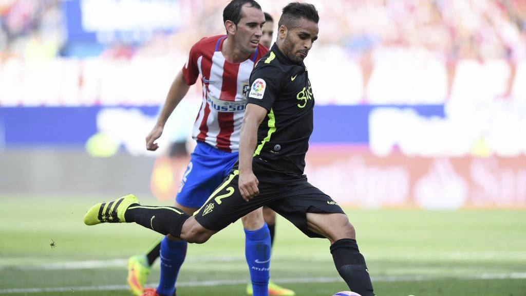 Douglas vuelve a negarse a irse del Barça rumbo a Brasil
