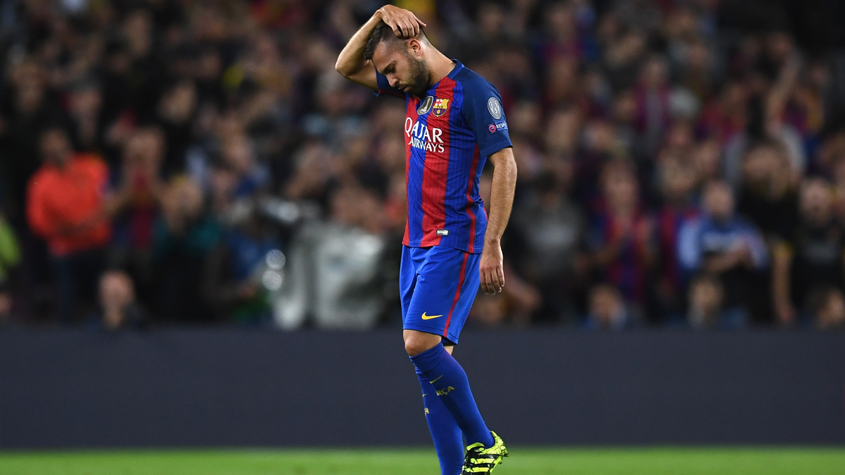 SUSTO: Jordi Alba casi se lesiona de gravedad en la rodilla