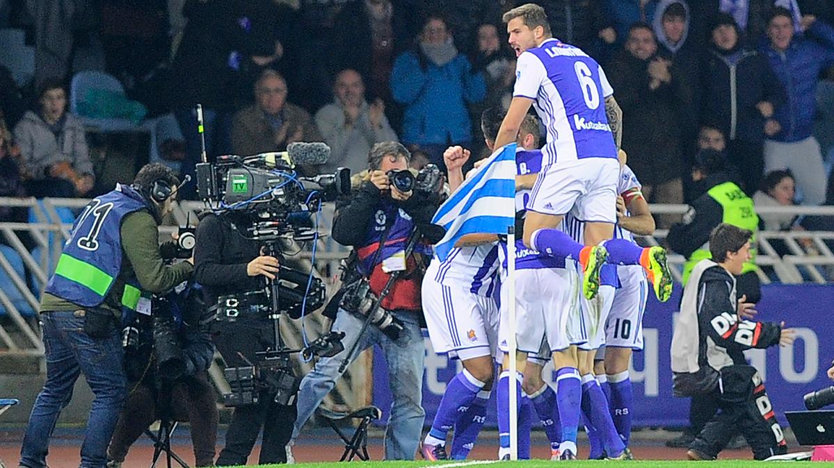 POLÉMICA: Posible falta de Vela a Mascherano en el gol de la Real