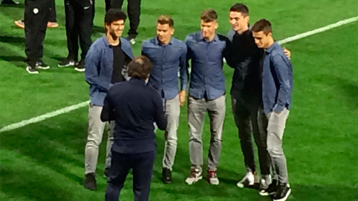 """Los jóvenes del Barça, muy juntos y la coña de """"Lucho"""" a Tevenet"""