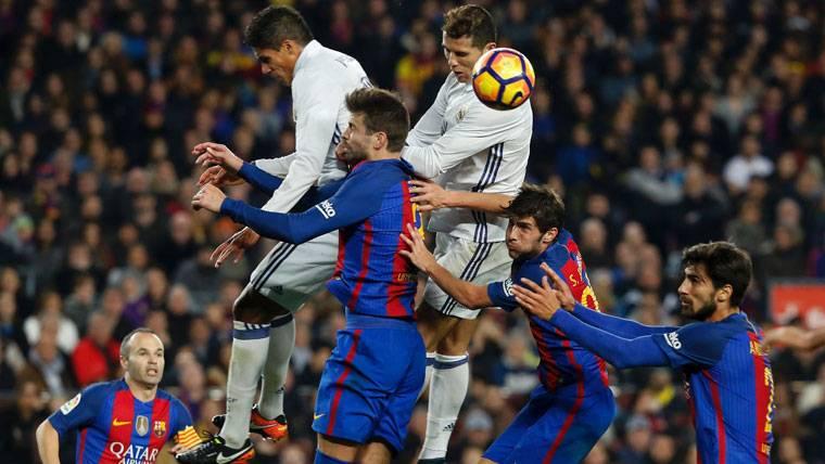 Piqué ejerció de capitán pese a no llevar brazalete en el Barça