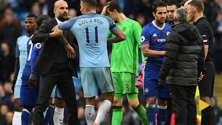 MORBO: Feo gesto de Guardiola al no dar la mano a Cesc