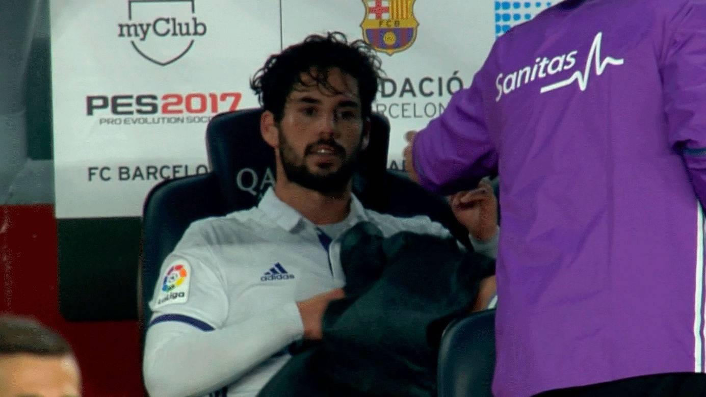 El tremendo enfado de Isco tras ser sustituido en el Barça-Madrid