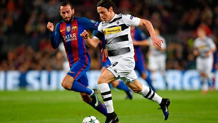 El Camp Nou le regaló a Aleix Vidal una gran ovación