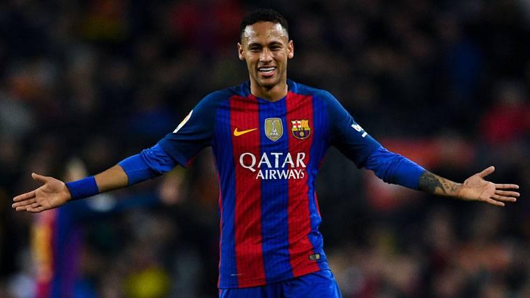 ¿Cuánto cobró Neymar Jr por una firma de cromos en 2013?