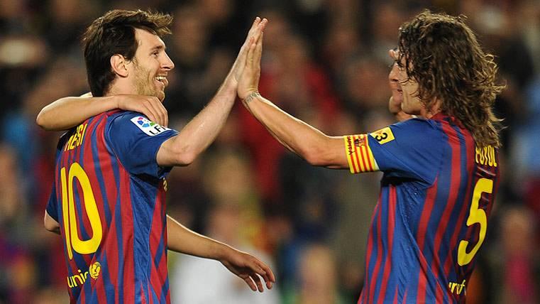 """Y Carles Puyol volvió a """"entregarse"""" a Messi: """"The Best"""""""