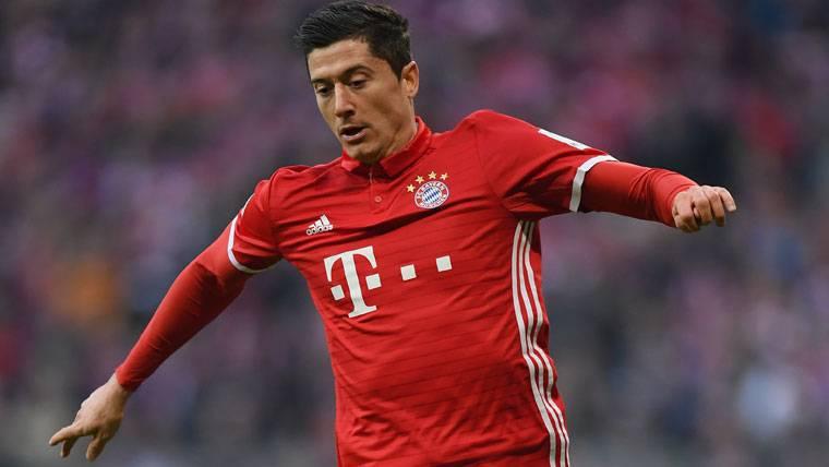 ¿Es Lewandowski mejor que Suárez? En Alemania dicen que sí