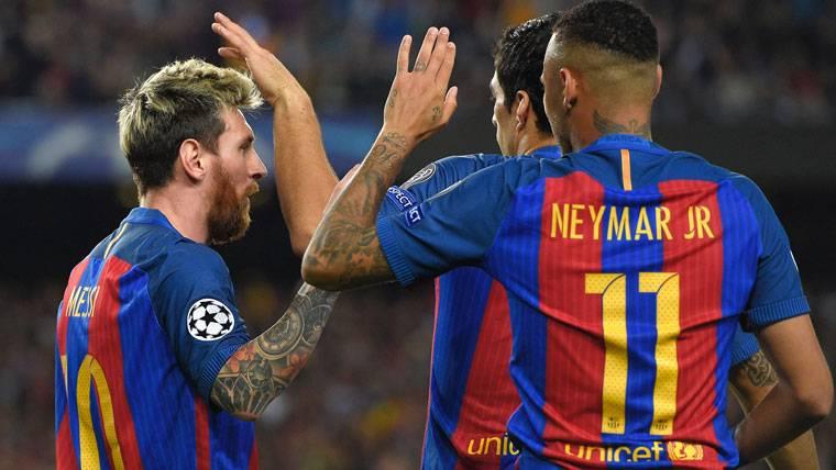 Leo Messi, Neymar Jr y Luis Suárez, celebrando un gol del Barça