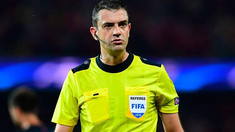 Kassai es el primer árbitro en pitar un penalti por vídeo